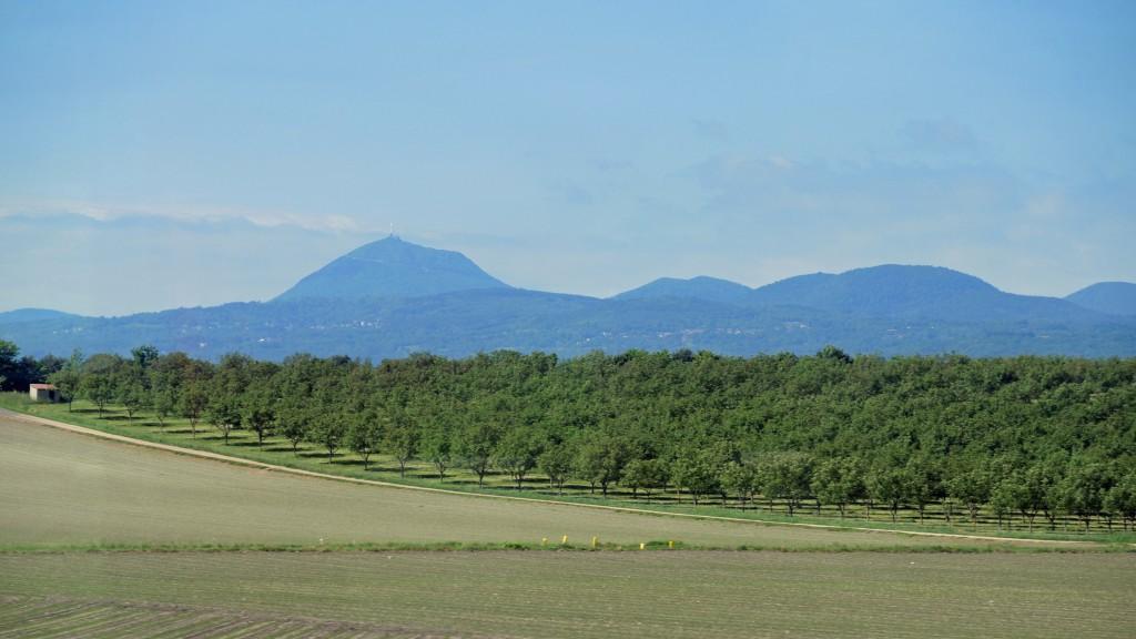 La Chaîne des Puys vue depuis l'autoroute Riom - Clermont-Ferrand