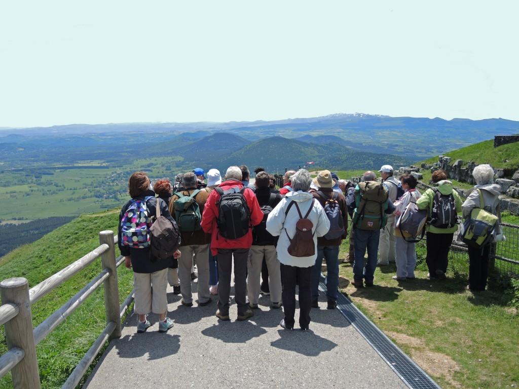 AVG. 2013.06.15. Sommet du Puy de Dôme - Vue sur la partie Sud de la chaîne des Puys - A l'horizon, le Massif du Mont-Dore