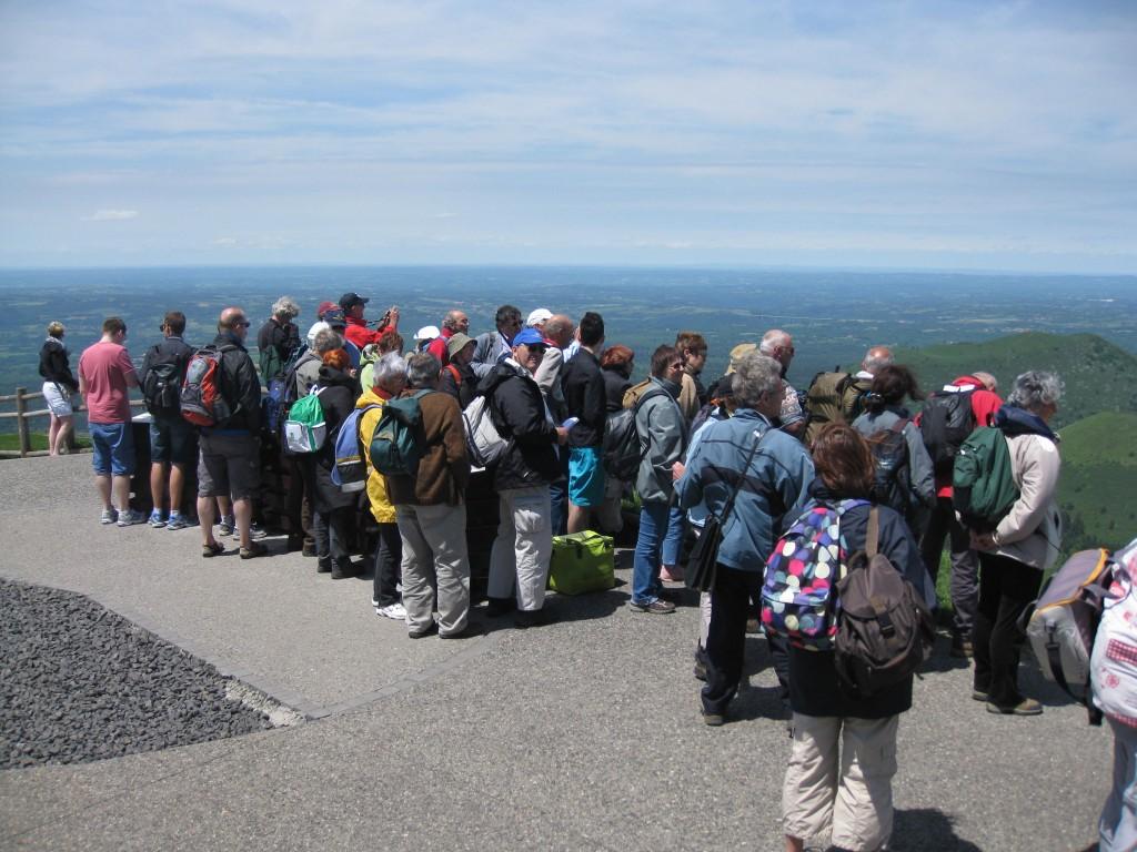 AVG. 2013.06.15. Sommet du Puy de Dôme - Vue sur la partie Ouest de la chaîne des Puys (cheyres boisées)
