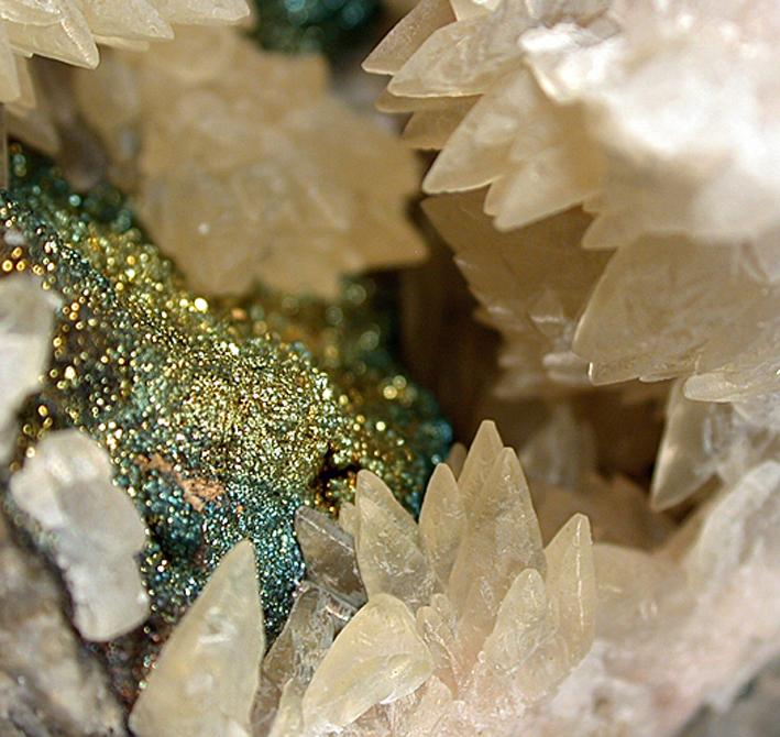 Chalcopyrite sur calcite 2