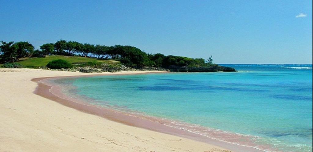 plage de sable rose