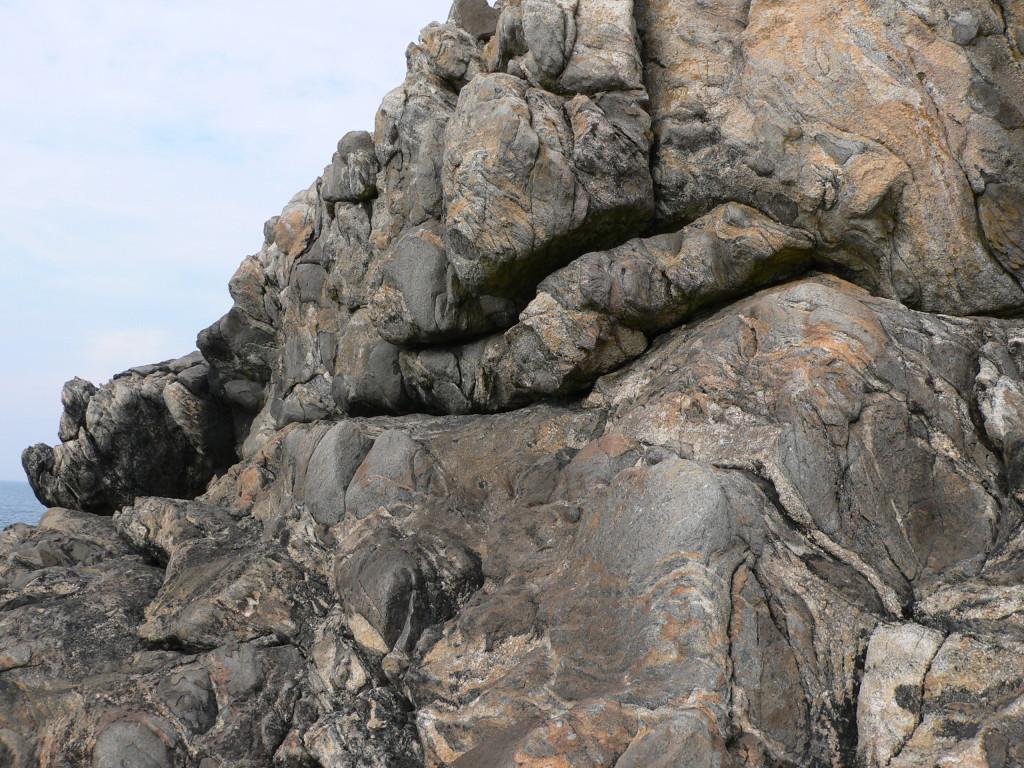 AVG. 2014.09.06. Pays de Léon - Porz Grac'h - Boules de diorite englobées dans un ciment de granite migmatitique